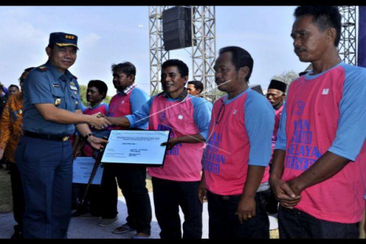 Nelayan Banten Peroleh Bantuan Alat Penangkap Ikan
