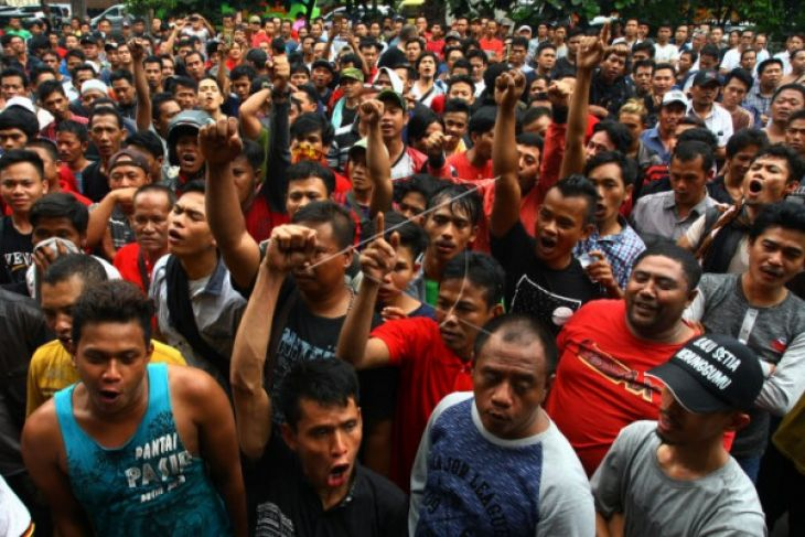 Ratusan Pedagang Pasar Induk Tangerang Unjuk Rasa
