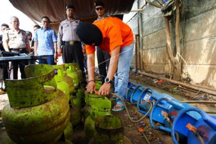 Polri Gerebek Gudang Pengoplos Tabung Gas