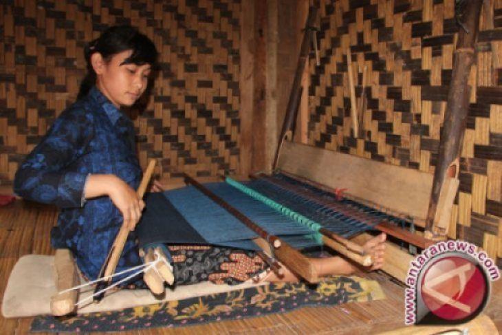 Kerajinan Badui Ramaikan Imlek Di Hotel Borobudur