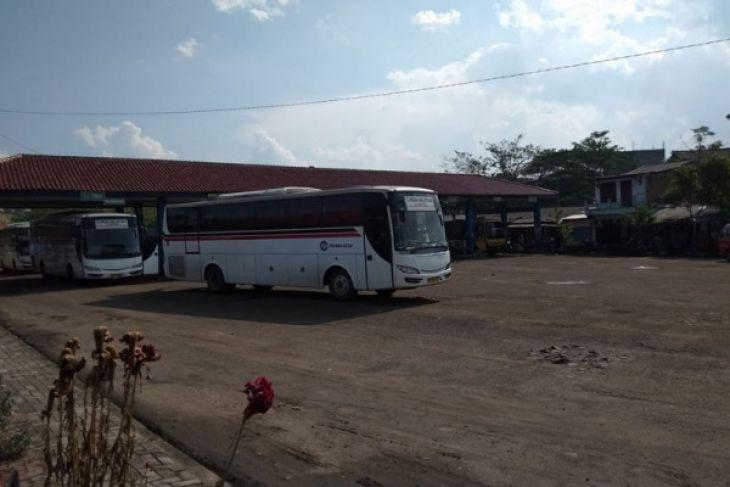 Arus mUdik - Terminal Bus Mandala Rangkasbitung H-1 Lengang