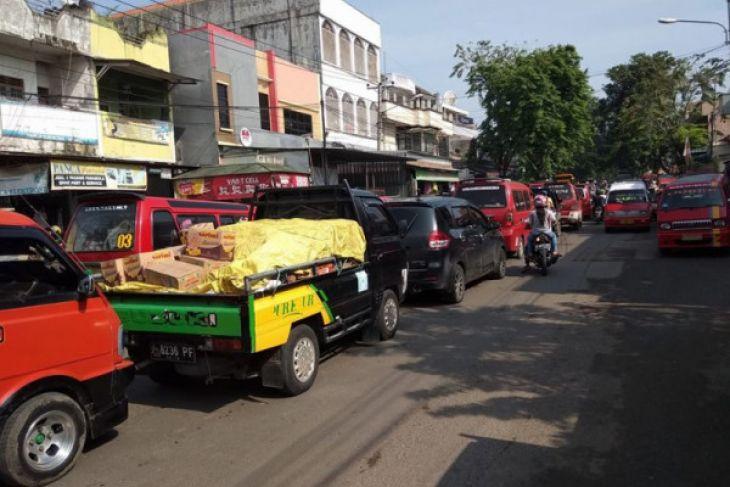 Arus Mudik - Ruas Jalan Di Lebak Dipadati Kendaraan Pemudik