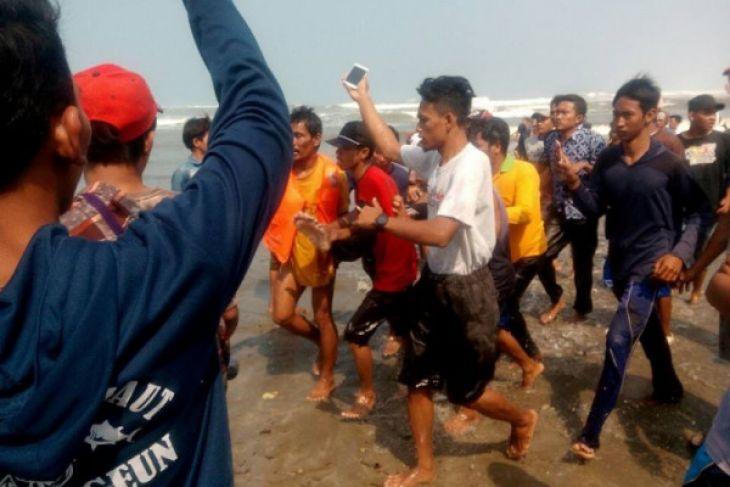 Dua Meninggal Kecelakaan Di Perairan Cikeusik  Pandeglang