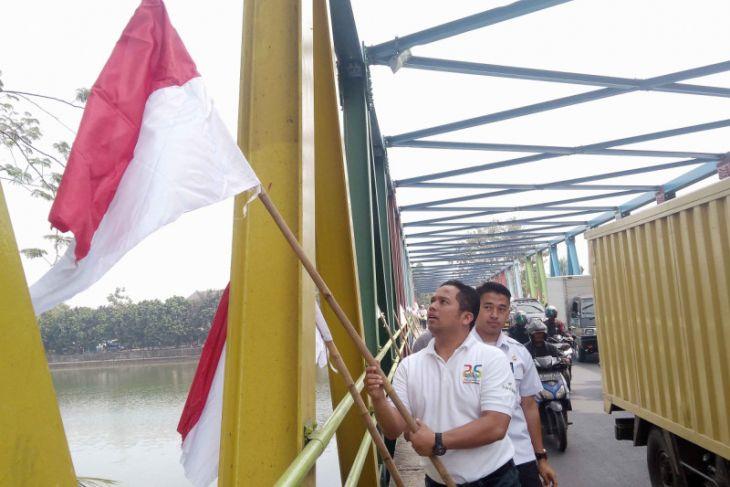Warga Tangerang Pasang Bendera Merah Putih Sebulan
