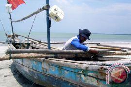 Mukomuko usulkan tiga koperasi pengelola bantuan kapal nelayan
