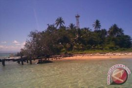 Danlanal pimpin transplantasi terumbu karang Pulau Tikus
