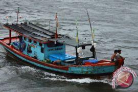 Gelombang tinggi paksa nelayan pulang lebih awal