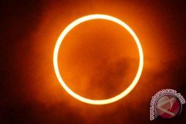 BMKG bagikan kacamata untuk nonton gerhana matahari