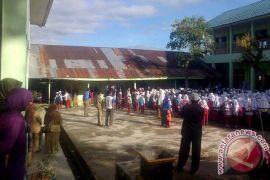 Rejang Lebong bagikan 200.000 bahan seragam sekolah