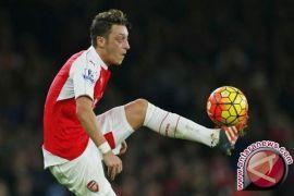 Mesut Ozil di balik kepindahan Leroy Sane ke Manchester City