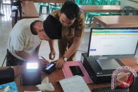 Dukcapil layani perekaman data KTP-e keliling desa