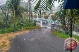 Hujan Disertai Angin Kencang Landa Kota Bengkulu