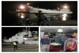 Lanal Bengkulu Sambut Kedatangan KRI Teluk Gilimanuk - 531