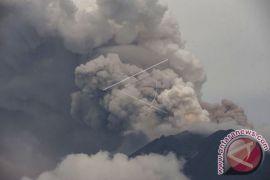 Gunung Agung erupsi, lontaran lava hingga 1,5 kilometer