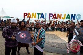 Semen Padang Beri Bengkulu Kendaraan Khusus Wisata