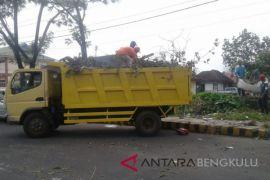DLH Rejang Lebong beli kendaraan penarik kontainer sampah
