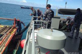 TNI AL halau dua kapal pengguna trawl