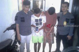 Polisi tangkap pelajar pencandu lem sintetis