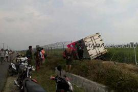 Mobil boks tabrak pagar Bandara Mukomuko