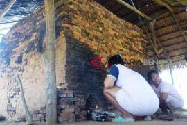 Membakar asa di tumpukan bata