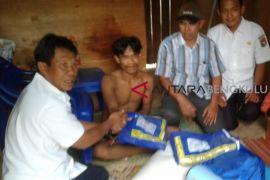 Dinsos Mukomuko bantu warga miskin di Lubuk Pinang