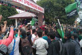 Demo HMI !! 8 polisi luka, 8 mahasiswa diamankan