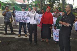 Warga Binduriang datangi gedung dewan tuntut pembangunan jalan