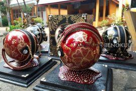 Pelajar Bengkulu Selatan ciptakan tas unik berbahan kulit maja