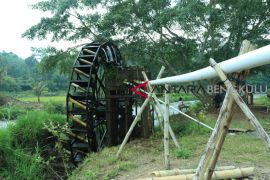 Petani Rejang Lebong buat kincir air untuk pengairan sawah