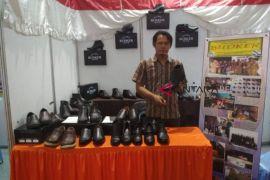 Dana desa mampu produksi sepatu berkualitas