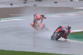 Hujan paksa balapan MotoGP Valencia lakukan start ulang
