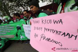 Keprihatinan Prabowo terhadap tukang ojek berujung protes di mana-mana
