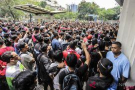 Ribuan suporter antre dapatkan tiket Indonesia vs Malaysia