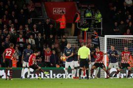 Bertandang ke markas Southampton, United hanya mampu bermain imbang