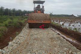 Distan Mukomuko bangun puluhan jalan usaha perkebunan
