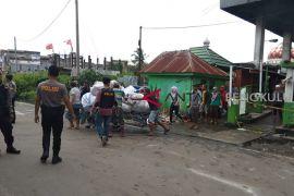 Sejumlah pedagang nekat masuk ke lokasi kebakaran