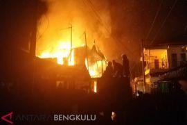 Tiga rumah warga hangus terbakar akibat korsleting