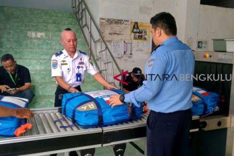 Petugas mulai periksa koper calon haji