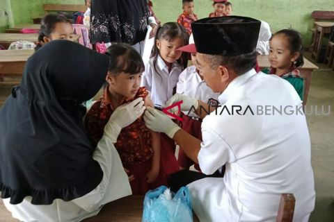 Realisasi imunisasi MR di Kota Bengkulu 53,56 persen