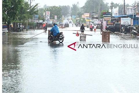 Jalur Rawa Makmur ditutup karena banjir