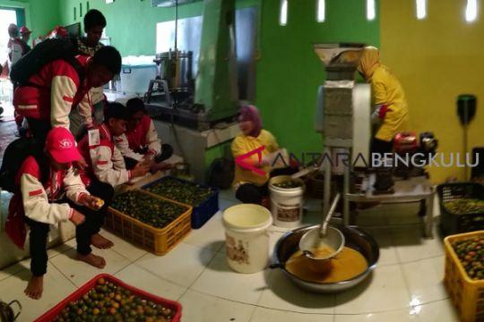 BUMN Hadir - SMN diperkenalkan proses pembuatan sirop kalamansi