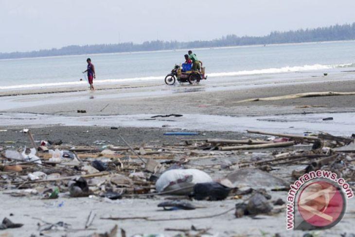 Masyarakat Diminta Tak Buang Sampah Ke Laut