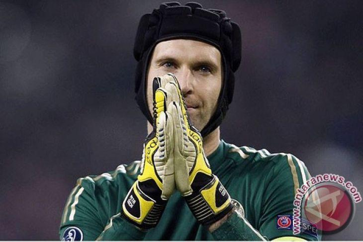 Emery masih percaya pada Cech untuk hadapi Chelsea