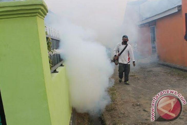 Dinkes Mukomuko bantu basmi nyamuk di perusahaan