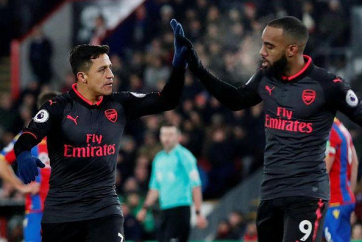 Dua gol Sanchez amankan tiga poin di markas Palace
