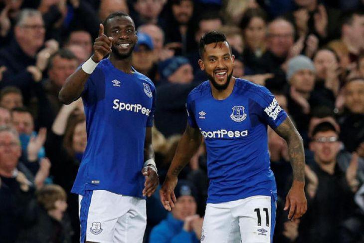 Gol Walcott bawa Everton naik posisi delapan klasemen