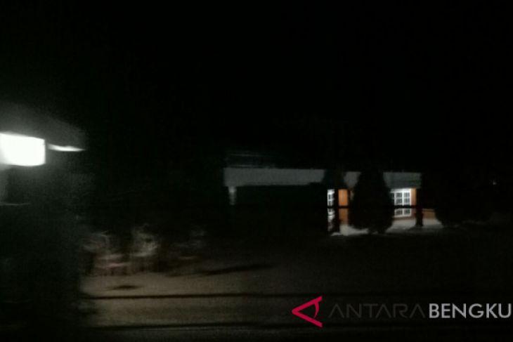 Rumah Bupati Bengkulu Selatan sepi usai digerebek KPK