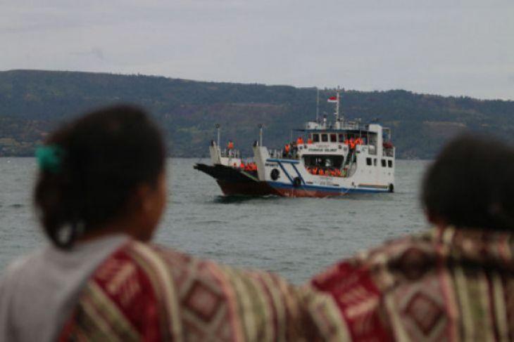 Kapal tenggelam Danau Toba satu mil dari pelabuhan Tigaras