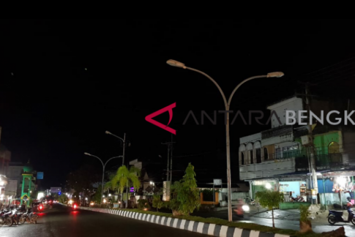 Pemkab Bengkulu Selatan didesak perbaiki lampu jalan