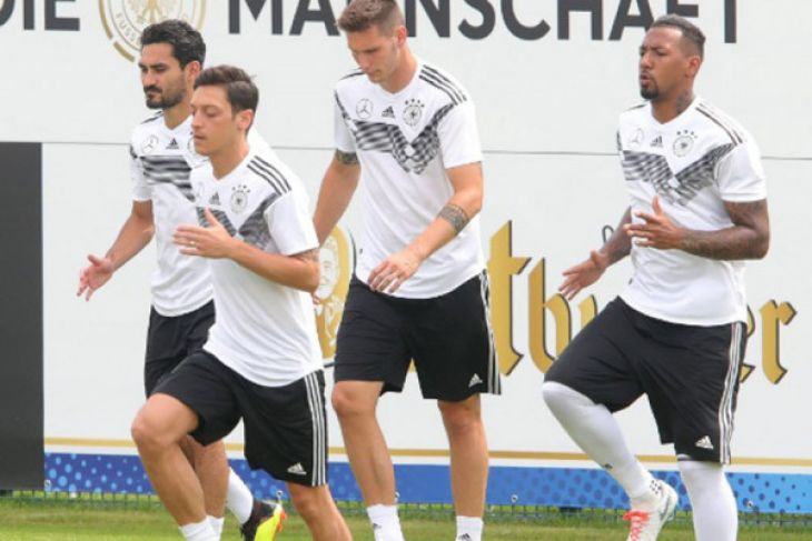Ozil absen pada pemanasan terakhir Jerman